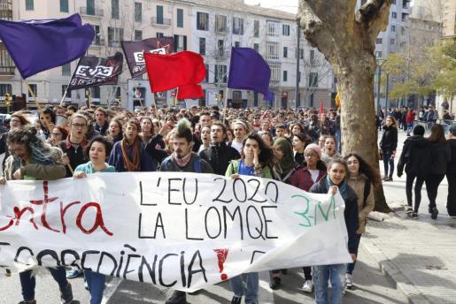 Los estudiantes de Balears se han manifestado este jueves para pedir la derogación de la Lomce.