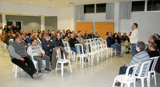 El alcalde y los regidores explicaron la iniciativa en la Asamblea Ciudadana del miércoles.