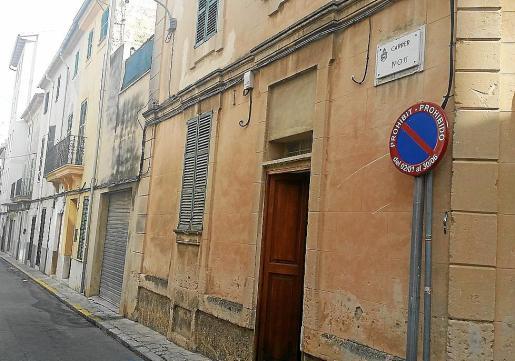 Varias señales instaladas en el barrio de Sant Francesc se han rotulado en catalán y castellano.