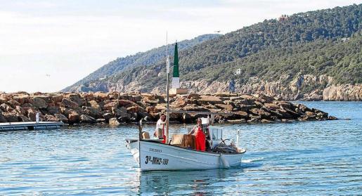 Los pescadores a su llegada al puerto en la anterior edición de la 'Fira des Gerret'.