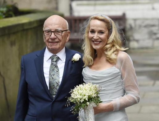 Rupert Murdoch y Jerry Hall posan tras la ceremonia.
