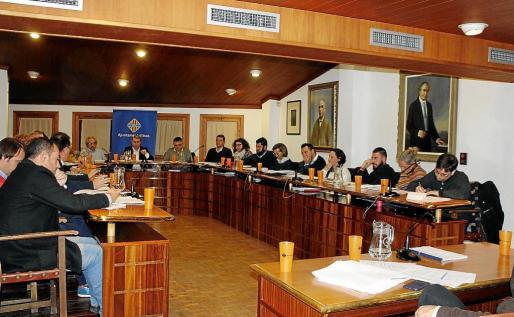 El pleno aprobó la iniciativa a instancia del PP durante la discusión de una moción sobre el agua de Inca.
