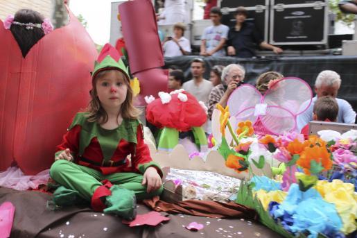 Los más pequeños no se perdieron el colorido desfile.