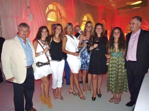 Biel Serra, Lara Fuster, Ana y Pilar Biedma, Mercedes Palmer, Carmen Oliver y Esther Fuster.