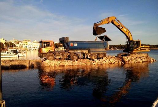La construcción de la rampa para bajar embarcaciones hizo saltar todas las alarmas en Portocolom.