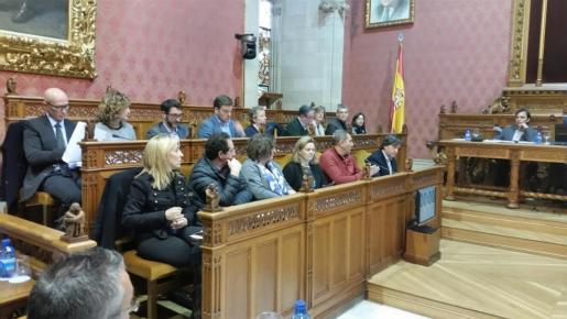 Representantes del PP en el Consell durante la sesión plenaria de este jueves.