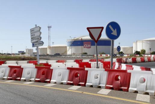 Las tuberías de abastecimiento de combustible del aeropuerto son uno de los problemas.