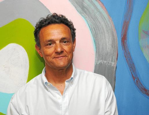El doctor Jeroni Nadal reside en Barcelona, pero pasa sus vacaciones en Binissalem.