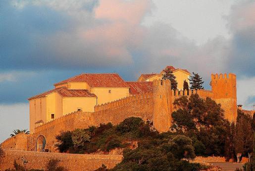 Pese a su advertencia al Ajuntament, la parroquia local se puso las murallas públicas de Sant Salvador a su nombre.