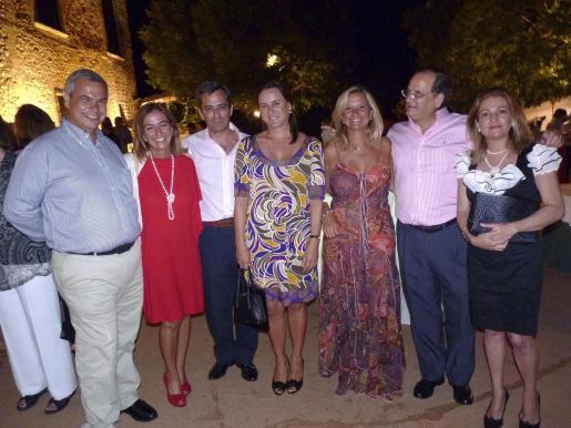 Jaime España, Pitusa García, José López de Soria, Luisa de Escalada, Lluc Deyá, Nacho Deyá y Macarena Alcón.