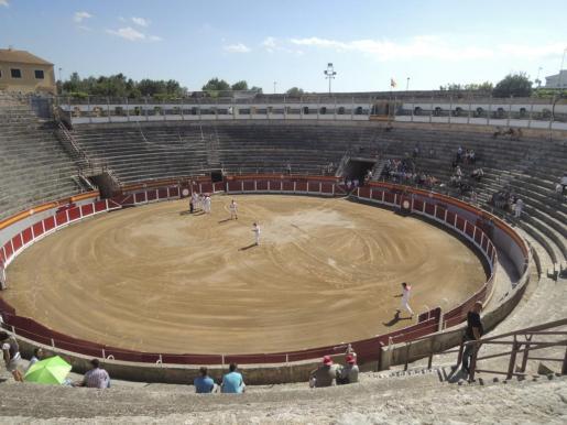 Vista de la plaza de toros de Muro.