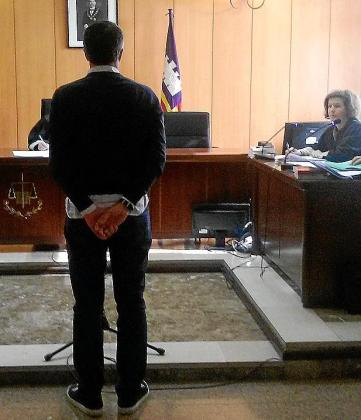El acusado, durante el juicio, celebrado en un juzgado de lo Penal de Palma.