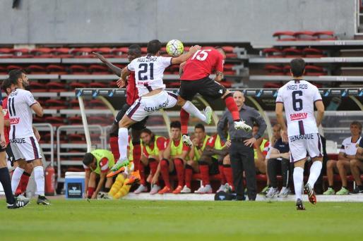 Imagen de la visita del Huesca a Son Moix durante la primera vuelta del camponato de Segunda División donde superó por 0-1 al Real Mallorca.