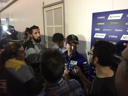 El piloto español durante unas declaraciones después de realizar unos test para preparar el Mundial de Motociclismo de MotoGP 2016.