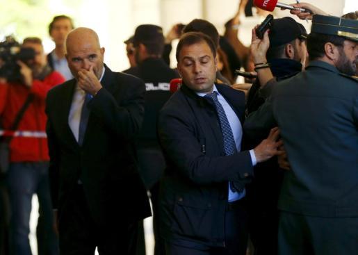 Manuel Chaves, con gesto serio, a su llegada al juzgado para declarar.