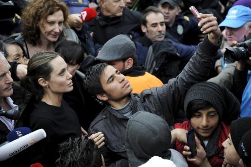 Angelina Jolie, durante su visita a los campos de refugiados.