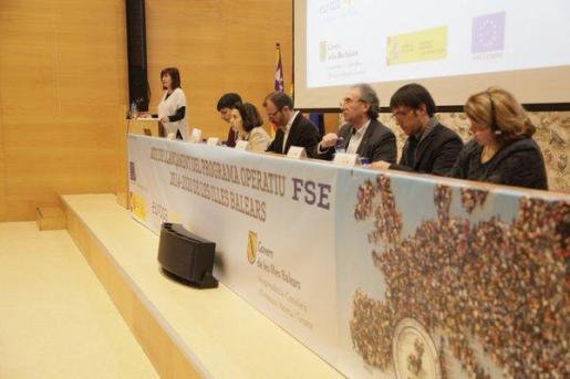 Armengol, durante la presentación oficial del Plan de Ocupación del Fondo Social Europeo 2014-2020, un acto al que han acudido el ejecutivo del Govern, Biel Barceló, y varios consellers del ejecutivo autonómico.