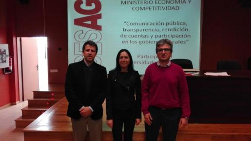 De izquierda a derecha, Manuel Aguilera, Ángeles Durán y Joan Matas, en la rueda de prensa.