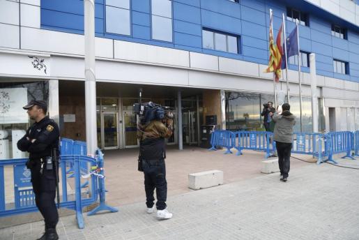 Entrada principal del edificio de la ABAP donde se celebra el juicio por el caso Nóos.