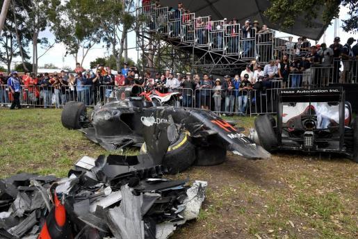 Así quedo el coche de Fernando Alonso después de su espectacular accidente en la Gran Premio de Australia