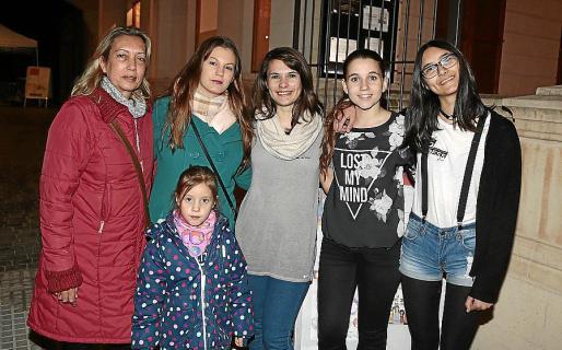 Isabel Querart, Patricia Cormea, Aroha Sureda, Carolina Bellver, Sara Tous y Andrea Bellver.