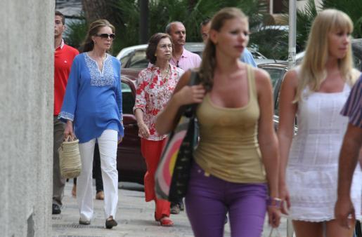 Doña Sofia y Noor de Jordania pasearon sin llamar la atención de turistas y viandantes.