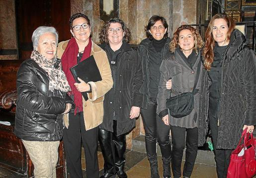Sebastiana Sales, Queta Gómez, Catalina Cirer, Fin Gómez, Maria Company y Bea Pino.