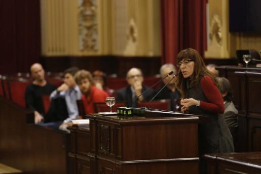 Laura Camargo, portavoz de Podemos en el Parlament durante su intervención este martes.