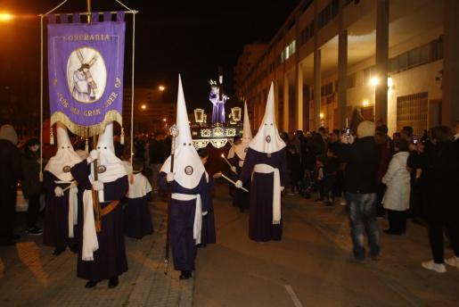 Los vecinos del Polígon de Llevant vivieron, un año más, la procesión del Jesús del Gran Poder.