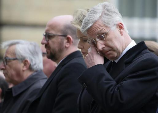El rey Felipe de Bélgica durante un tributo a las víctimas de los atentados de Bruselas a la que acudió con su esposa, la reina Matilde, en el Parlamento de Bruselas.