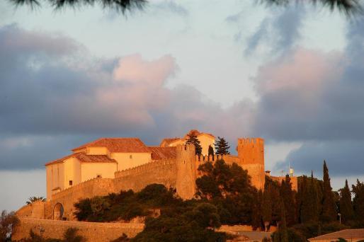 El Ajuntament presentará batalla para defender su titularidad sobre la muralla que rodea el santuario de Sant Salvador.
