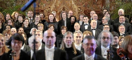La reina Sofía posó con los músicos de la Orquestra Simfònica de Balears.