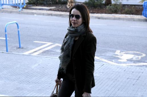 La exconsellera Rosa Puig a su llegada al edificio de la EBAP de Palma para declarar como testigo en el caso Nóos.