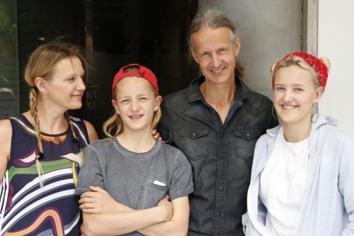 Rolf Winters y Renata Heinen, junto a dos de sus hijos.