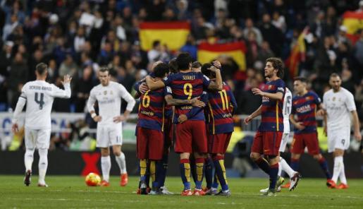 El FC Barcelona se impuso por 0-4 en el partido de la primera vuelta en el Santiago Bernabéu ante el Real Madrid.