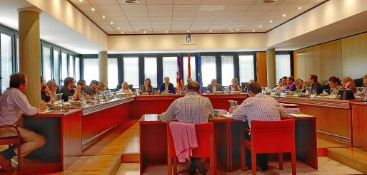 Pleno celebrado este jueves en Calvià, en el que se aprobaron de forma inicial los estatutos del Foro de Turisme.