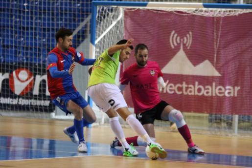 Momento del encuentro dentre el Palma Futsal y el Levante UD.