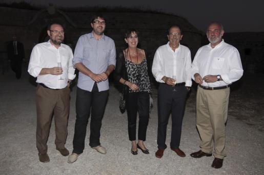 El vicepresidente del Consell de Menorca, Damià Borràs; Vicenç Tur, alcalde de Maó; la consellera Joana Barceló; Benito Reynés y Albert Moragues, conseller.