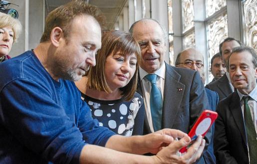 El último viaje oficial de Francina Ar,emgol fue a París, para asistir a la inauguración de la exposición de Miquel Barceló, y viajó acompañada por tres personas de su equipo.