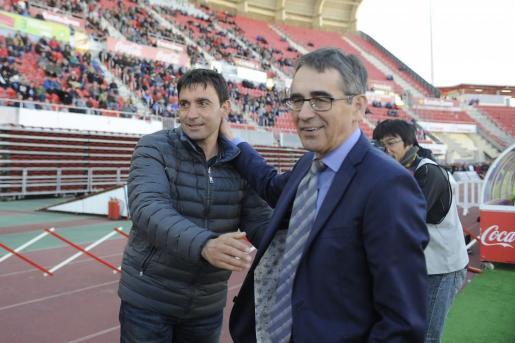Vázquez saluda a Asier Garitano, técnico del Leganés, el pasado sábado.