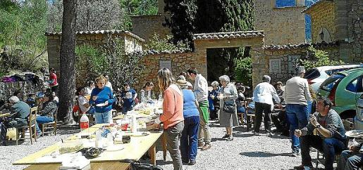 Los vecinos de Sóller acuden al monasterio de Santa Maria de l'Olivar .