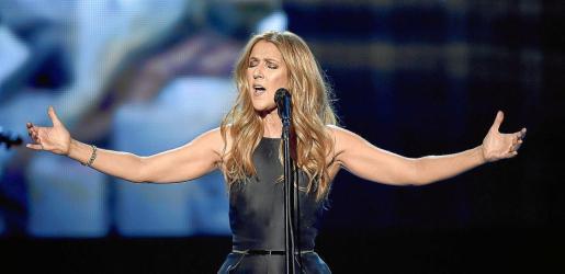 La cantante Celine Dion, durante un concierto de apoyo a las víctimas de París, en noviembre.
