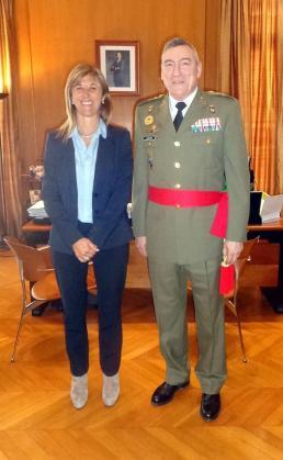 La delegada del Gobierno en Balears, Teresa Palmer, ha recibido este lunes en audiencia al nuevo comandante general de Balears, Juan Cifuentes Álvarez.