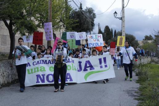 Imagen de una manifestación reciente en la que se reclamaba una nueva escuela.