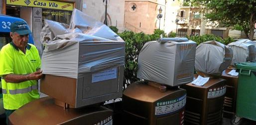 En mayo de 2012, Emaya cubrió los buzones del sistema de recogida que había dejado de funcionar.