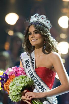 La candidata mexicana, Jimena Navarrete, es coronada Miss Universo 2010.