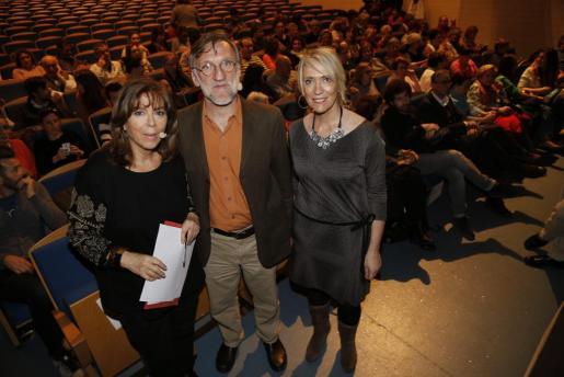 Maria del Mar Bonet , José Antonio Bastos y Lina Pons en el Teatre Xesc Forteza.