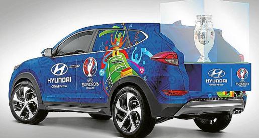 Un Hyundai Tucson especialmente diseñado llevará el trofeo.