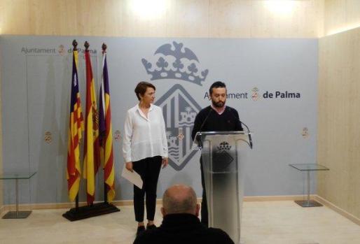 Los regidores del PP en el ajuntament de Palma Margalida Durán y Fernando Rubio durante una rueda de prensa.