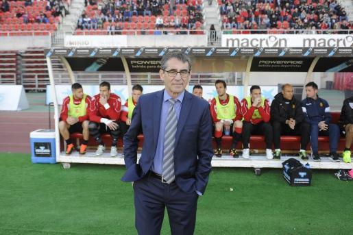 Fernando Vázquez durante la victória por 3-0 del Real Mallorca ante el Leganés en Son Moix.